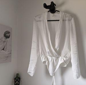 Talula Crossover bodysuit in Oak/white
